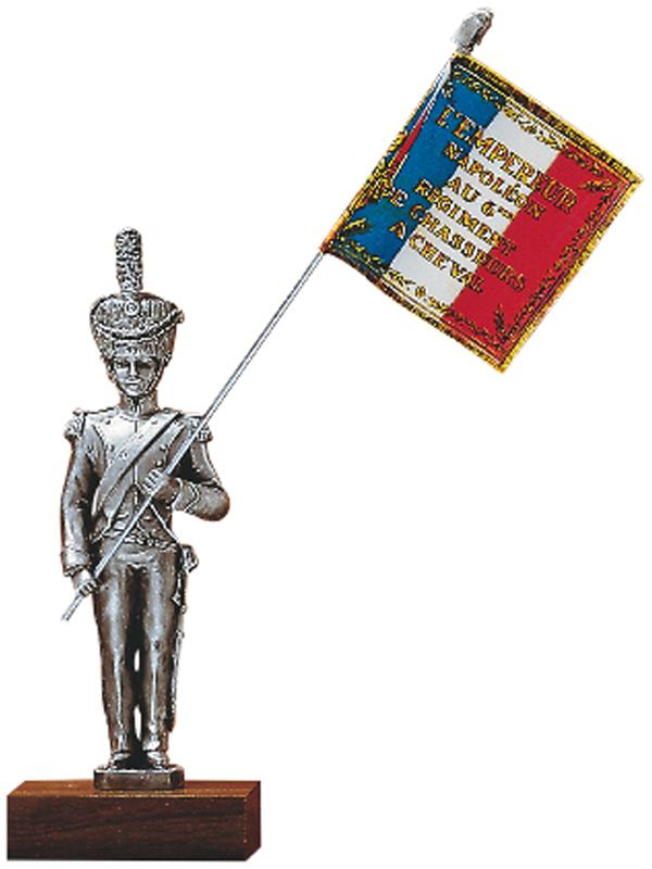 Figurine en etain porte drapeaux chasseur a cheval du 6e for Porte drapeaux